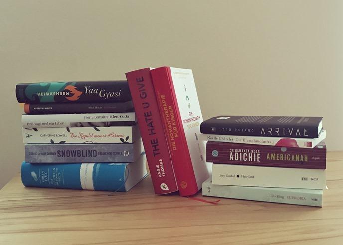 Neu im Regal: spätsommerliche Bücherberge